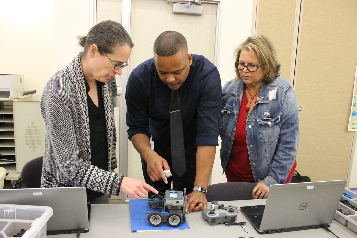 Educators Create Clawbots During Robot Make and Take