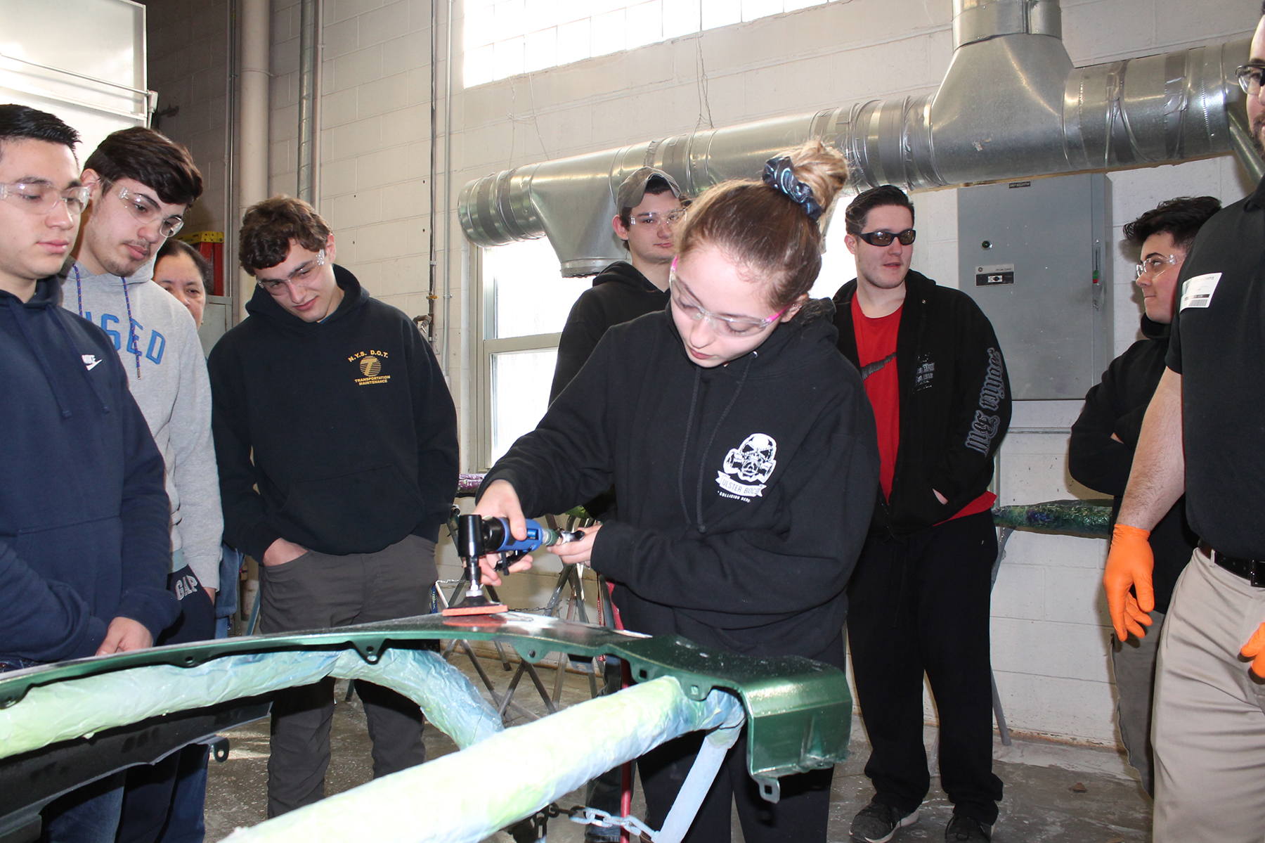 Auto Collision Technology Students Learn Cutting-edge Industry Techniques